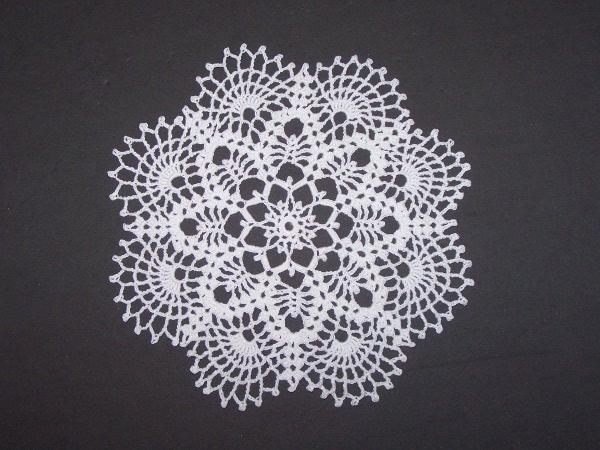 NAPPERONS RONDS AU CROCHET  Napperon_crochet_004